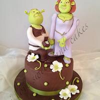 Shrek and Fiona Engagement Cake / Cupcakes