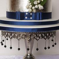 lily of the vally silver leaf wedding cake