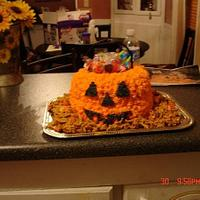 Halloween punpkin candy bucket cake
