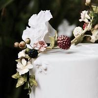 Bas relief and sugar berries cake
