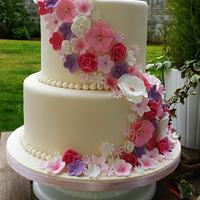 Shades of Pinks & Purples Wedding Cake