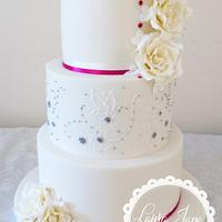 Lace and Dragee wedding cake