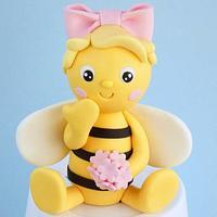 Fondant Bee cake topper