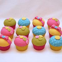 Button and Bow Cupcakes