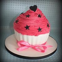 giant cupcake by jennie
