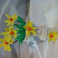 Easter Daffodil jardiniere cake topper