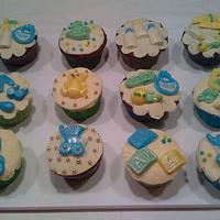 BABY ANNOUNCEMENT CUP CAKES