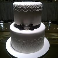 plain piping wedding cake