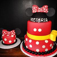 Minnie Mouse cake with smash cake