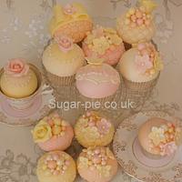 Pastel floral & pearl cupcakes