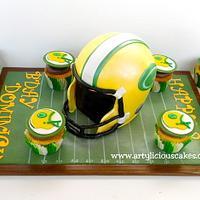 Green Bay Packers helmet & cupcakes set