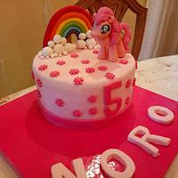 Pinky pie cake
