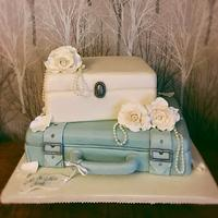 Vintage suitcase wedding cake