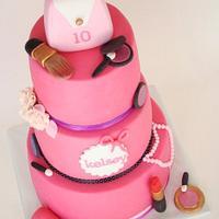 Make up cake by verjaardagstaartenbestellen.nl by Linda