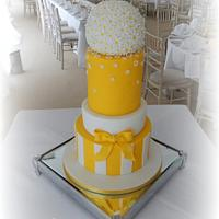 Spring Daisy Wedding Cake