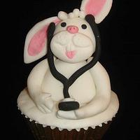 IS THERE A DOCTOR N THE HOUSE..... An Easter Bunny Cupcake Doctor !!
