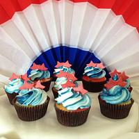 Memorial Day themed cupckaes by Dee
