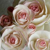sugar roses by Mili