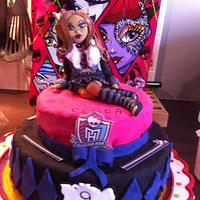 the clawdeen wolf cake