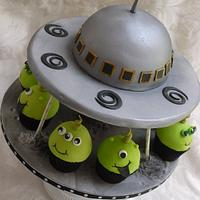 flying Saucer Cake With Matching Alien Cupcakes