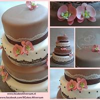 Wedding cake brown and white