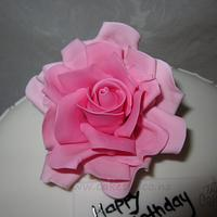 Quaterfoil and Pink roses by The Cake Tin