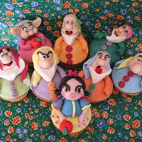 Snow White and the seven Dwarfs cupcakes