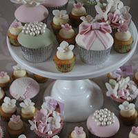 Vintage Wedding Cupcakes.