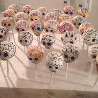 Hand painted day of dead cake pops !