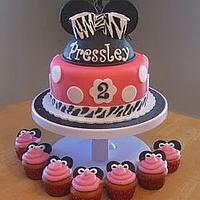 Minnie Mouse Birthday Cake with Matching Cupcakes by Becky Pendergraft