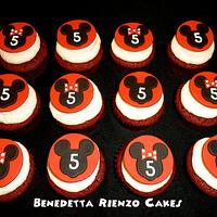 Mickey Mouse Silhouette Cupcakes