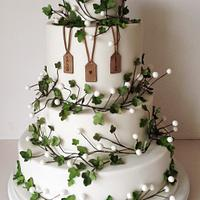 Winter wedding with ivy & berries