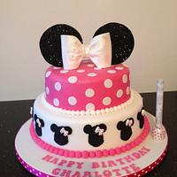 Pink Minnie Mouse and cupcakes