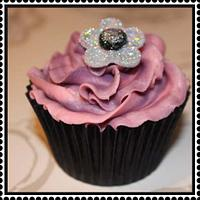 Glitter flower cupcake