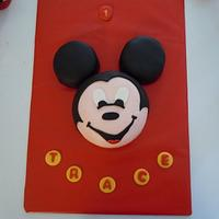 Mickey Mouse smash cake and cupcakes