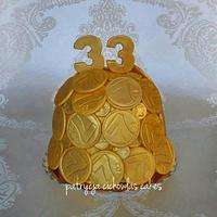 gold money cake with lucky number 7