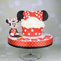 Minnie mouse gaint cupcake