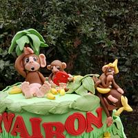 Cake with monkeys
