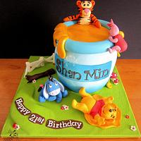 Pooh's Giant Hunny Pot Cake