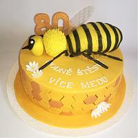 Bee Honeycomb cake