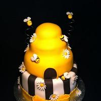HoneyComb and Bumble Bee baby shower cake