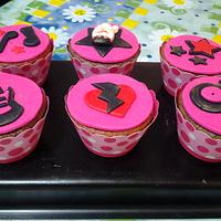 Rock and Roll Cupcakes by claudia borges