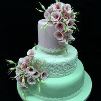 Lusianthus and lace christening cake