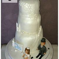 Pearl wedding ski mountain cake