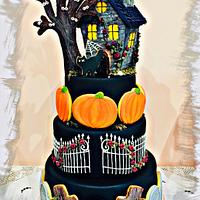 Haunted cookie house cake🎃👻💜