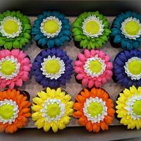 Spring daisy cupcakes by Skmaestas
