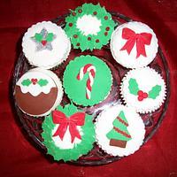 Fondant Christmas Cupcakes