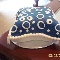 Pillow Cake by kimlikestobake