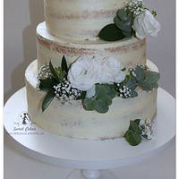 Naked cake in white