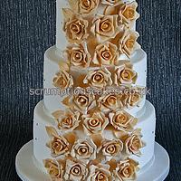 Champagne Gold Roses Wedding Cake